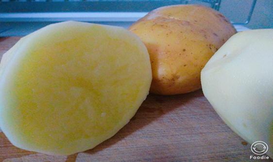 马铃薯市场开发潜力大 土豆变锅巴拓宽增收致富路
